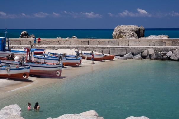 Briatico - porticciolo ,spiaggia e antico torrione avvistamento